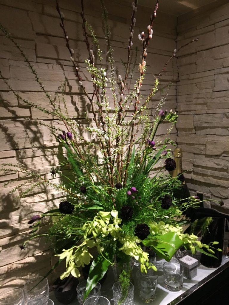 雪柳、フリージア、デンファレ、スカビオサ、活け込み、店舗花装花、装花